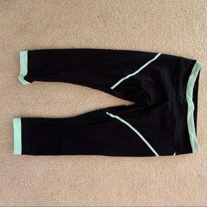 Black and green lululemon crop leggings 10